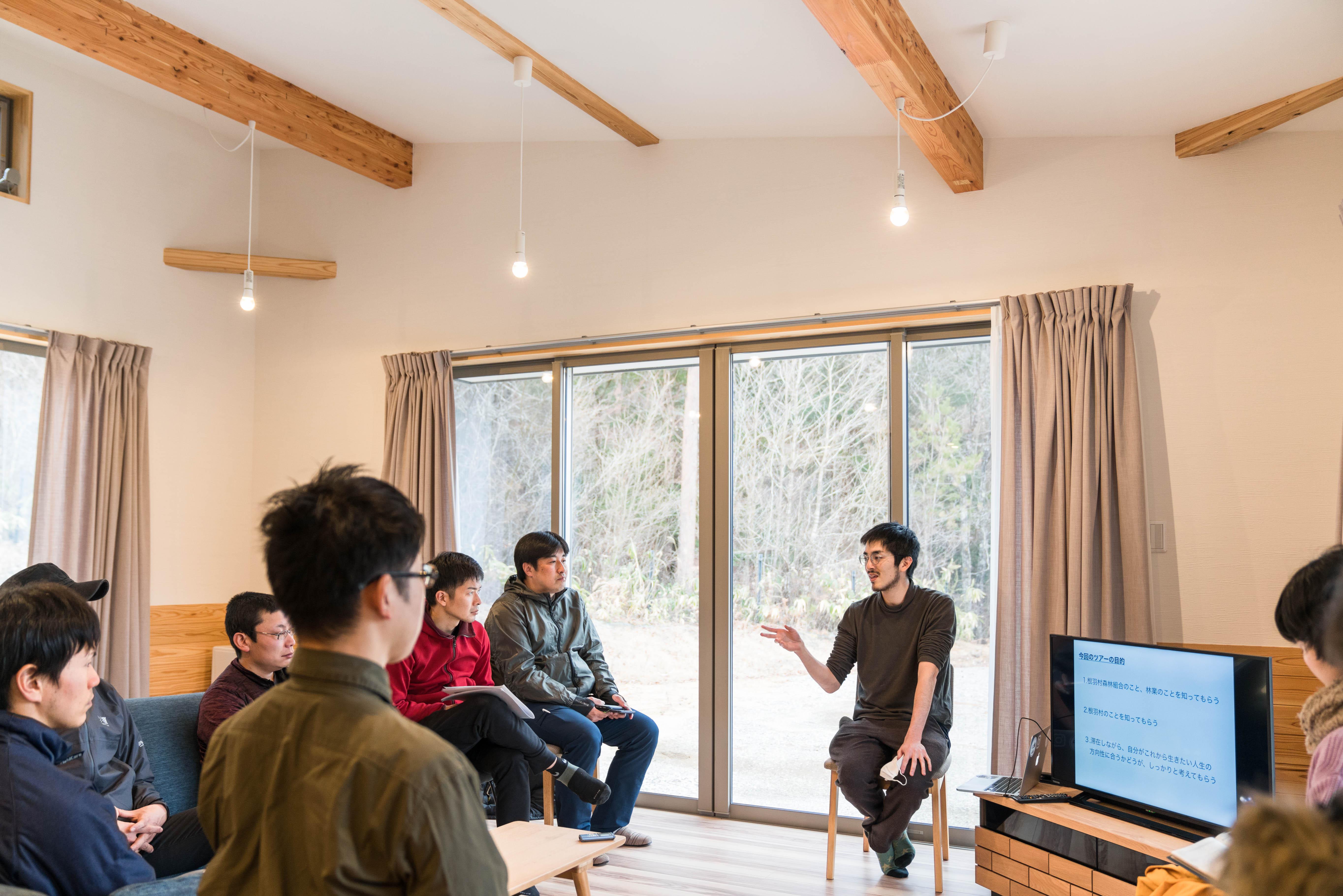 中央で話すのは、今回の呼びかけ人である杉山泰彦さん。地域おこし企業人/プロデューサーとして東京から家族とともに根羽村に移住。通称マギーさん。