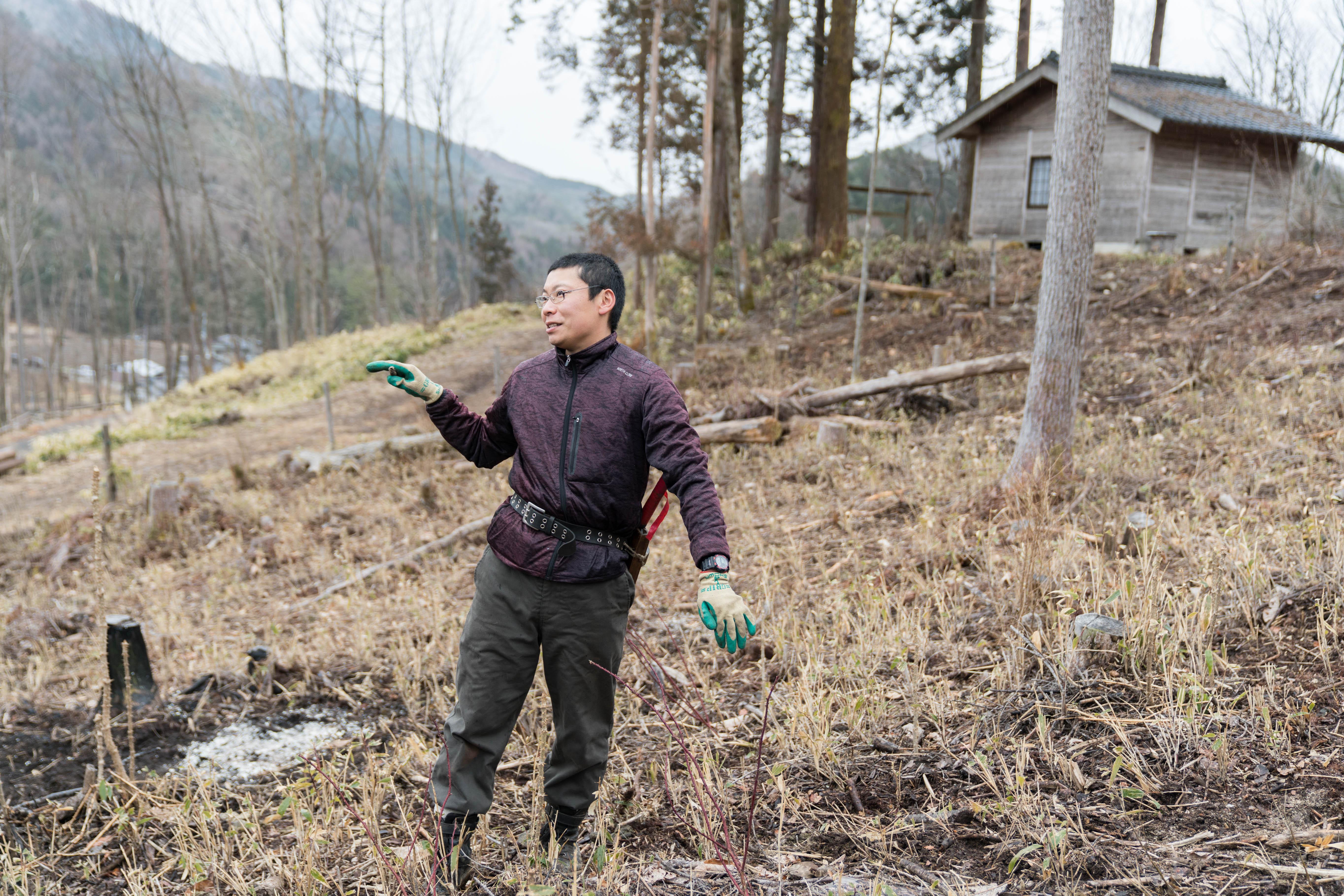 初日は、先輩移住者で山地酪農を営む幸山明良(こうざんあきら)さんの牧場を見学。