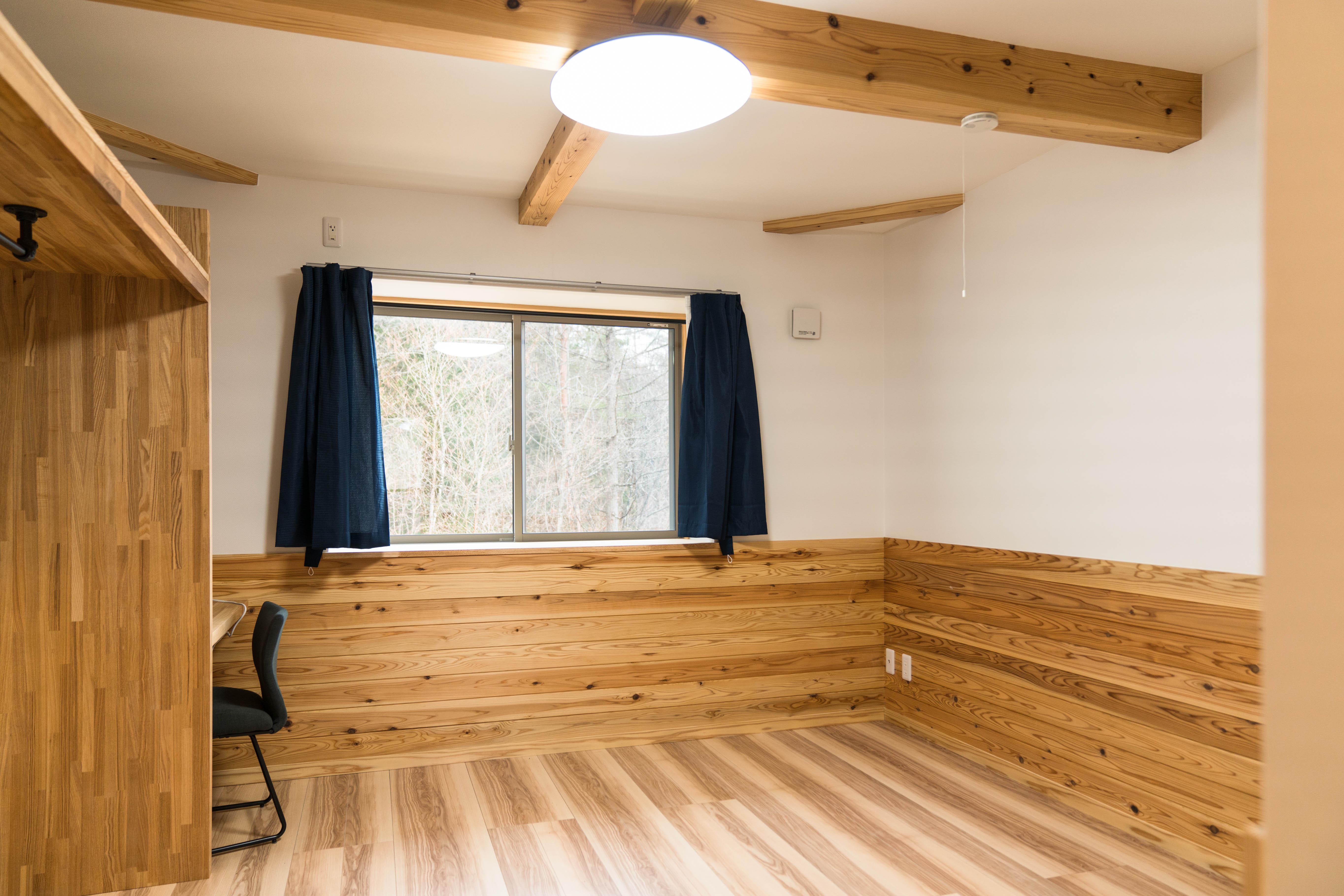 こちらは、今回の参加者が宿泊した根羽杉で建てられたシェアハウス。地域おこし協力隊の住まいとしても活用可能。