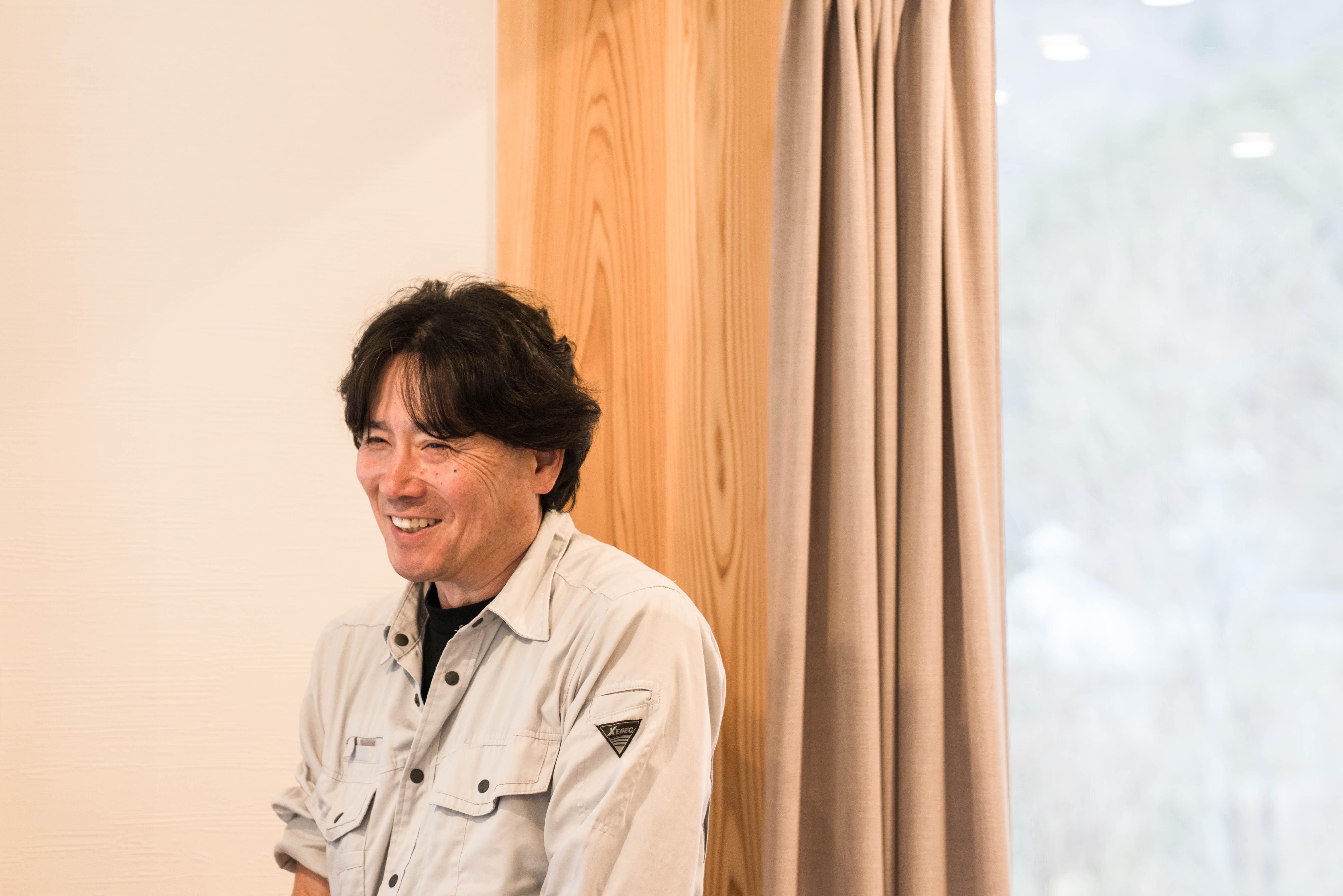 根羽村森林組合参事の今村豊さん。森が大好きで長野県の国立大学にて林業を勉強後、長野県職員として根羽村に出会い、2009年より根羽村森林組合の職員に。