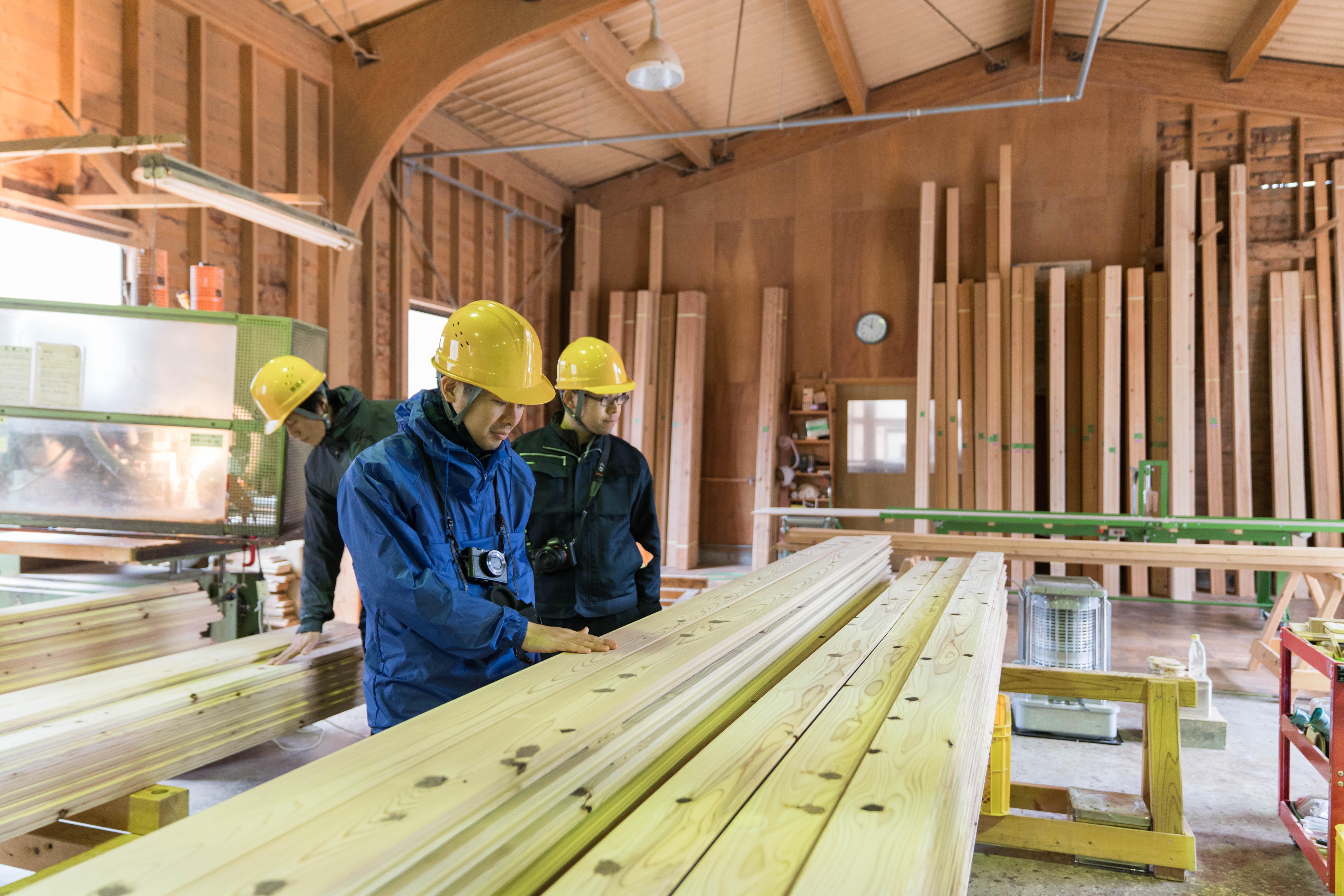 根羽村森林組合の製材工場。
